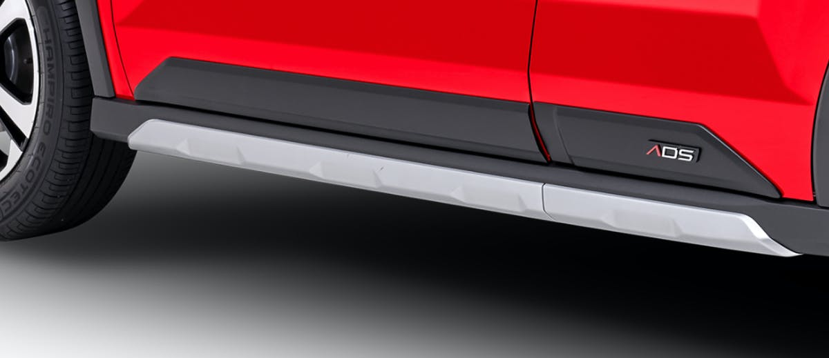 Harga dan Spesifikasi Daihatsu Rocky Pekanbaru - Side Body Moulding with ADS Emblem & Side Stone Guard (ADS)